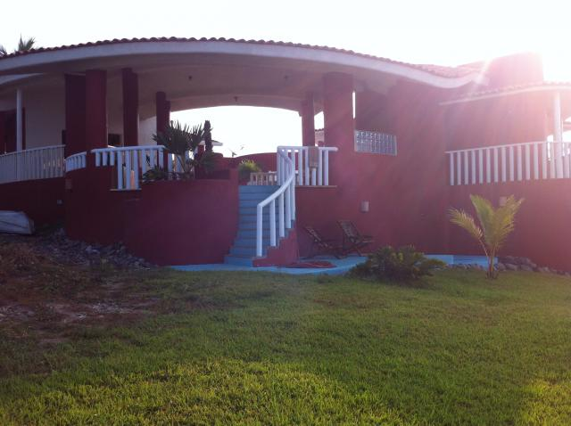 Front Entry to Rusty's Surf Villa