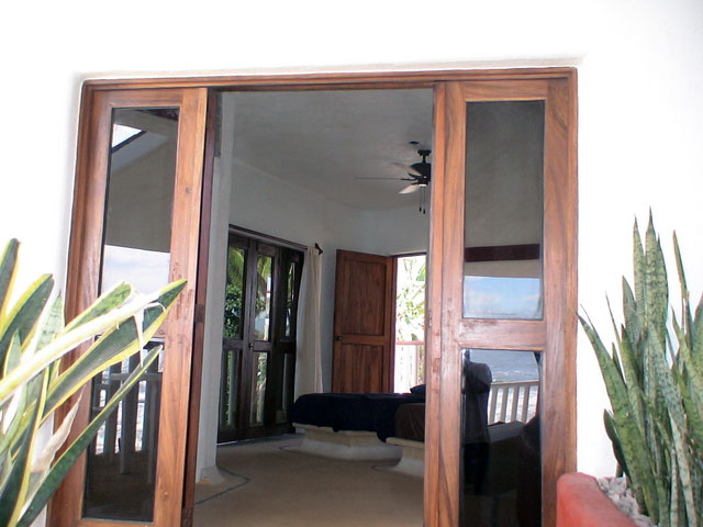 Surfers Suite - Double Single Beds - Front Entrance