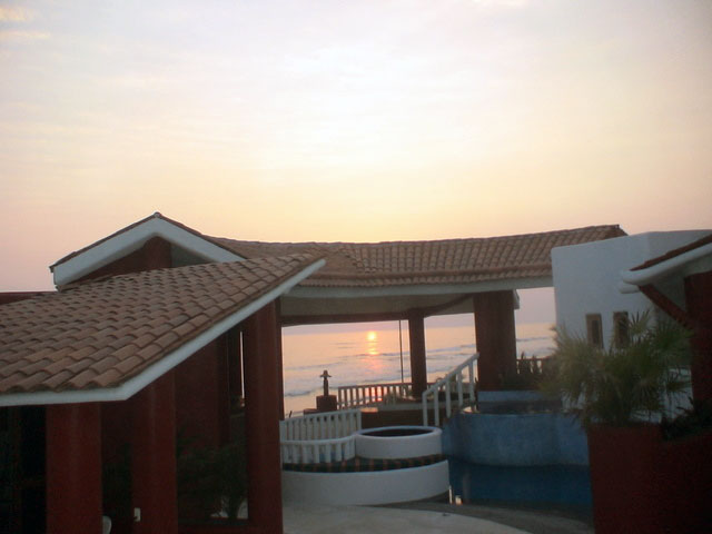 Rustys Villa - At Sunset